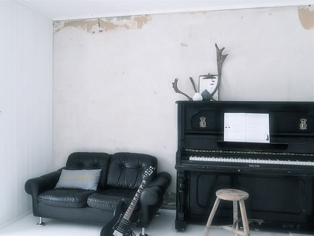 Music space, piano & guitar